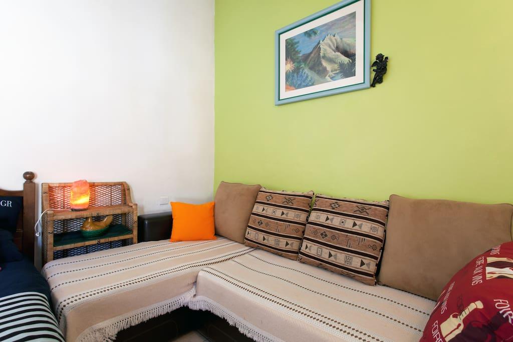 Chambre triple avec lit double et canapé