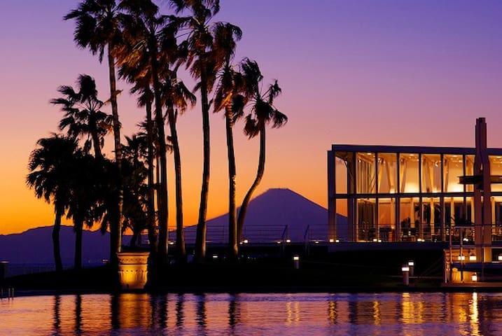 鎌倉まで10分オーシャンビュー最上階にあるお部屋で逗子・葉山の海を一望。カップル、ファミリーに最適。 - Zushi-shi - Apartamento