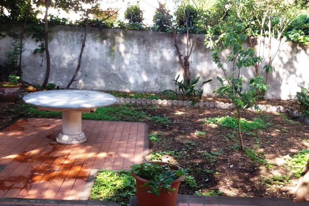 Antignano casa indipendente con ampio giardino case in - Case in affitto con giardino livorno ...