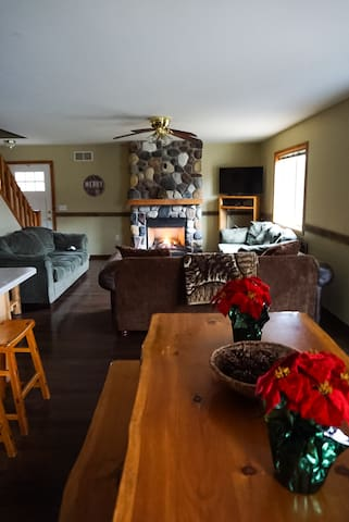 Beautiful spot for a nice family/group meal or time to relax by the fireplace!