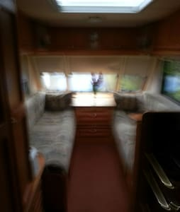 Comfortable, fixed double bed caravan - Liskeard - Karavan/RV