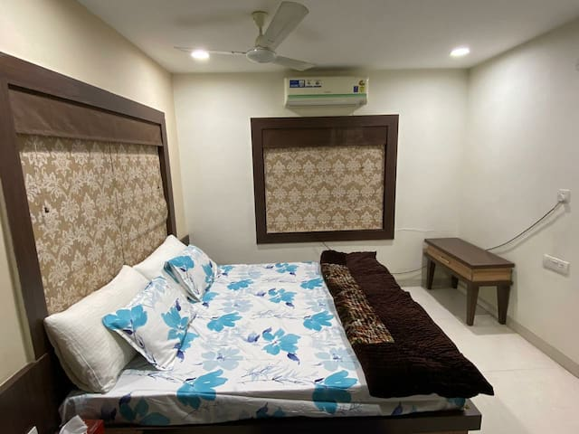 KingBed AC WiFi Penthouse@Airport & RailwayStation