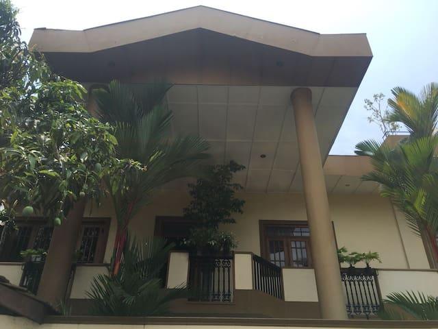 Royal Shade - Deluxe Double Room in Rajagiriya