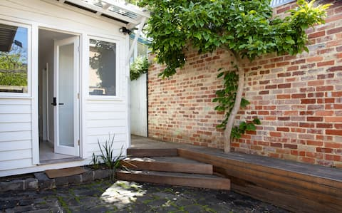 Self contained bungalow in leafy Fitzroy North