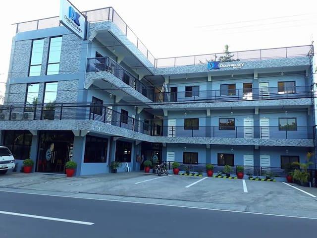 DOLPHIN KEY HOTEL & RESTAURANT