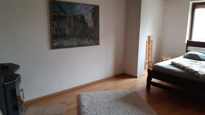 Grosses Zimmer 30 Min Airport, Large Room in House