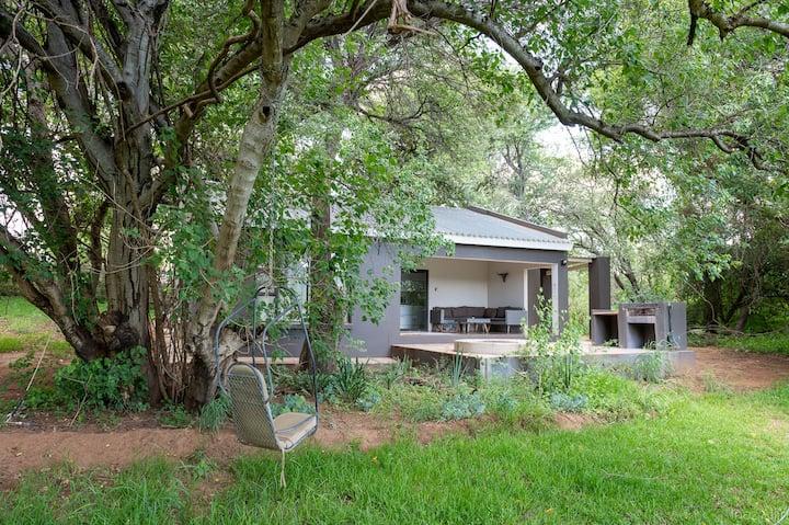 Kingfisher Cottage on Bushriver Lodge