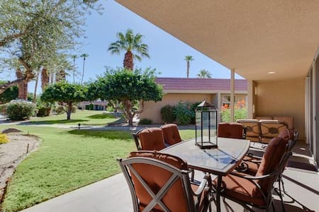 Spacious Mid-Century 2bed/2.5ba Indian Wells home - Indian Wells - Appartement