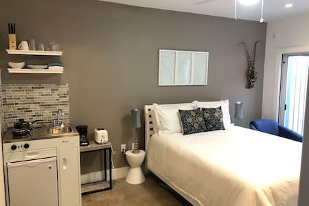 Studio ONE: Bright Modern 1 Bedroom Studio