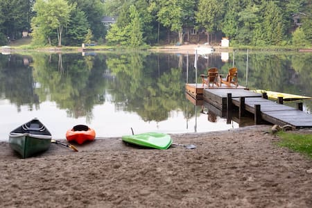 2-Bedroom Family Cottage with Beach on Small Lake