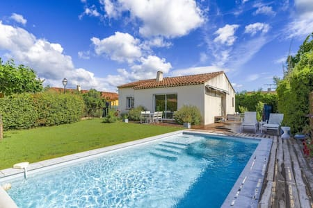 Quaint Holiday Home in La Roque d'Anthéron with Pool