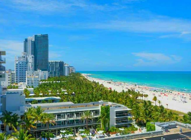 Beach Livingroom Sofa Bed for Rent - Miami Beach