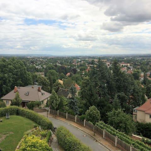 Villa in den Weinbergen mit Panorama von DresdenDG - Radebeul - Vila