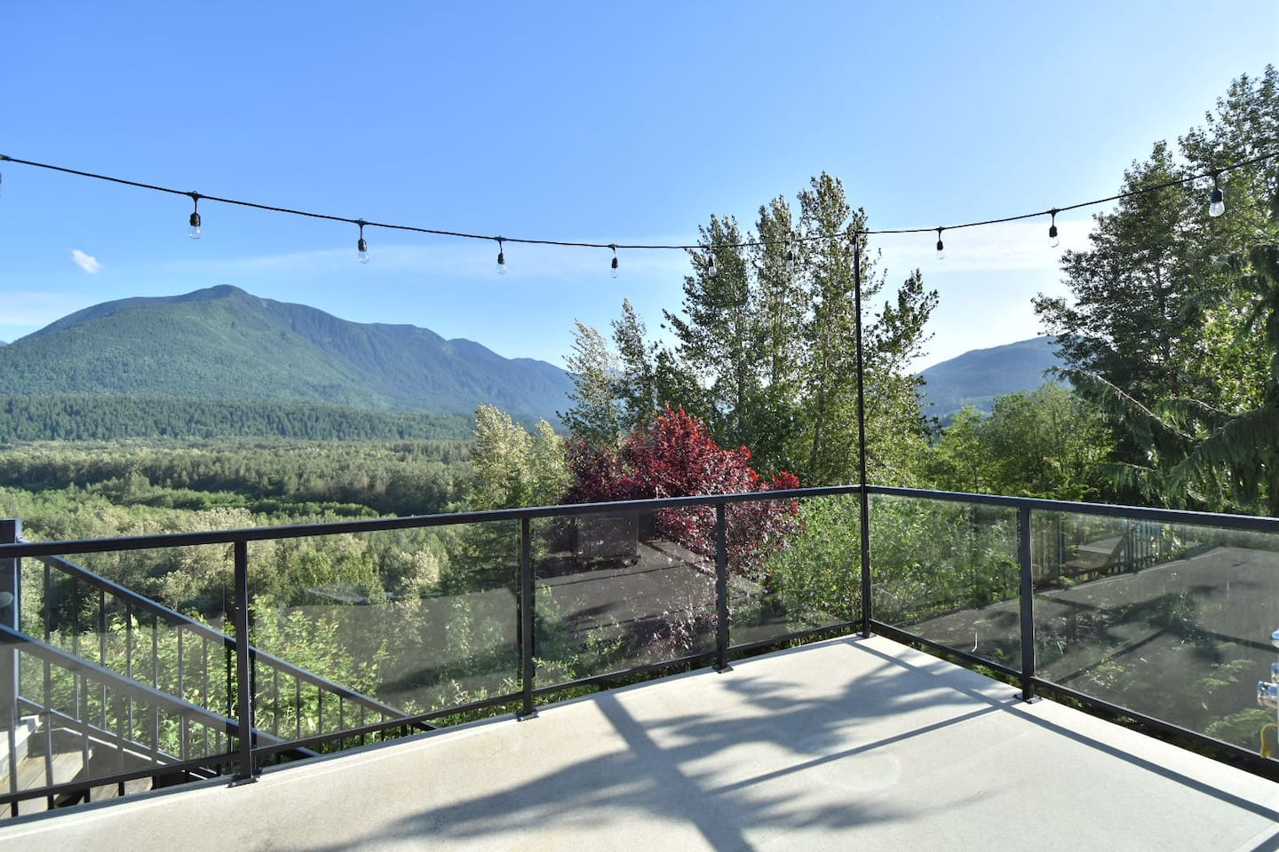 270 degree views of the vedder river valley and mountains and trees