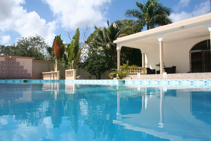 For Rent Beautiful 5 Bedrooms, 7 Bathrooms Villa