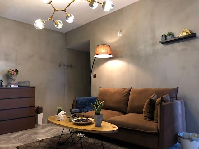 舒适四人沙发 坚果家庭投影 给您一个舒适共同体验空间