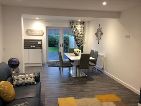 Newly refurbished 3 Bedroom and Open Plan Living