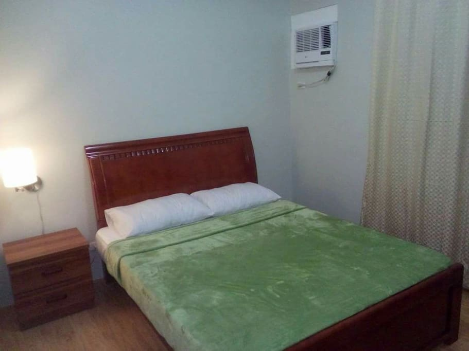 Airconditioned Room with Queen-size Bed