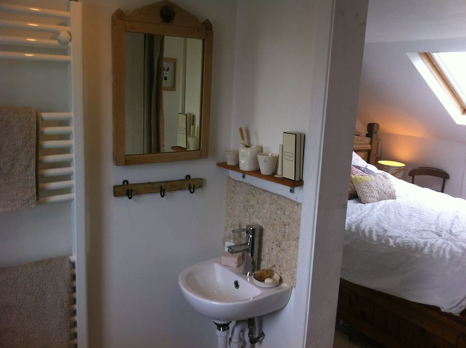 Ensuite Room To Rent In Chichester