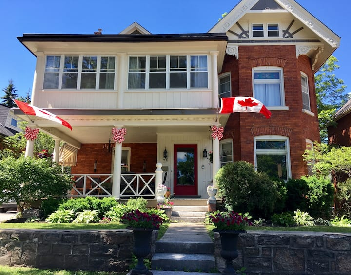 Huge 6 BdrmOrillia Century Home-Walk Downtown+Lake
