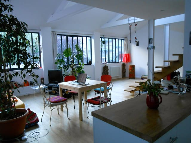 Loft in Montreuil calm and bright