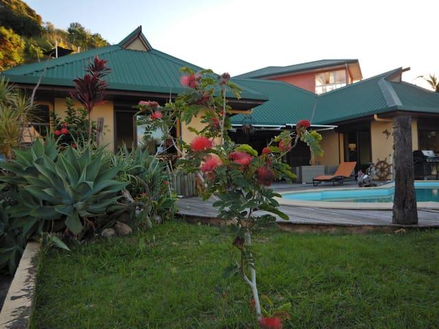 Jolie maison vue mer 180° - Nouméa - Huis