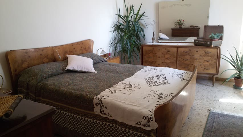 Beautiful double bedroom in the heart of Jesi - Jesi - Rumah