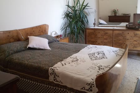 Beautiful double bedroom in the heart of Jesi - Jesi