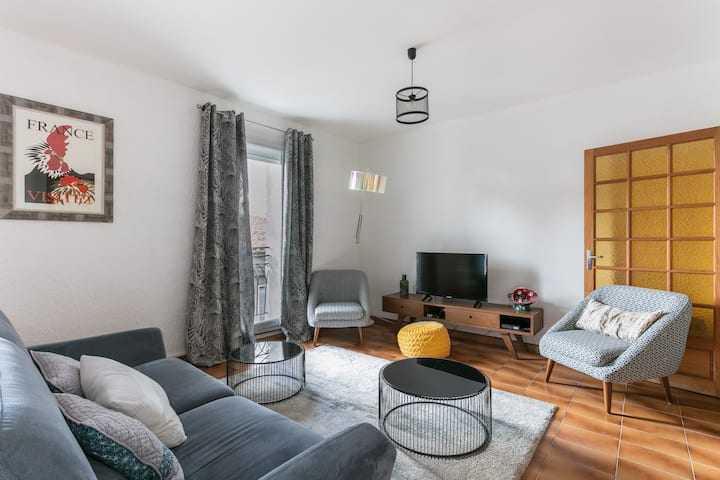 Bright & comfortable  in central town Pezenas