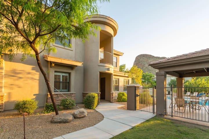 Casa de Verona 2 BR Condo/ COM Pool/ Jacuzzi/ Scottsdale