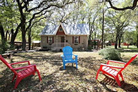 CIELO at LONESOME DOVE COTTAGES - Canyon Lake - Cottage