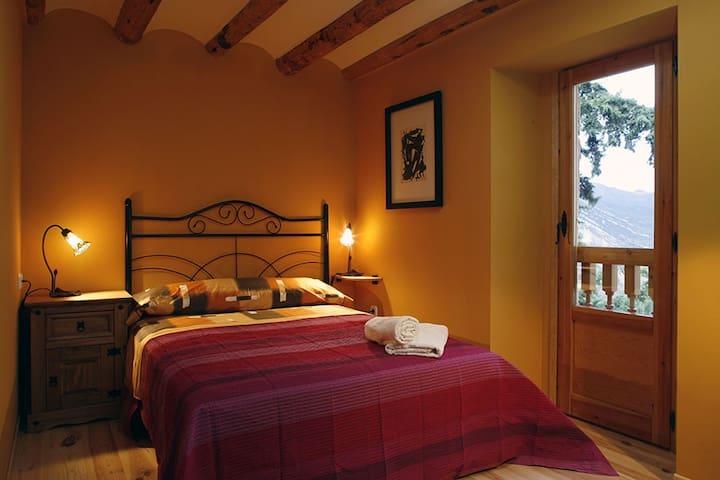 Casa Roseta, en los Mallos de  Riglos (Huesca)