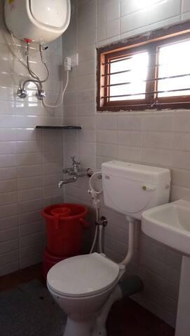 Room 2, bathroom!