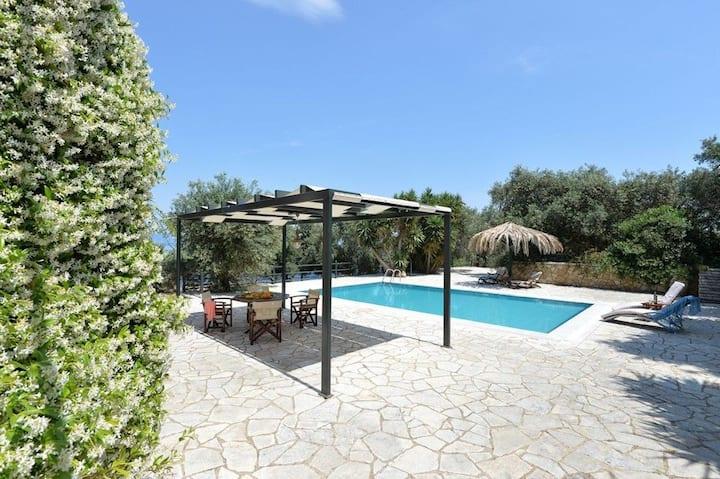 Olga Luxury Apt Lower (Honeymoon Villa with Shared Pool)
