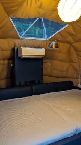 最新の換気機能付きエアコンと天窓
