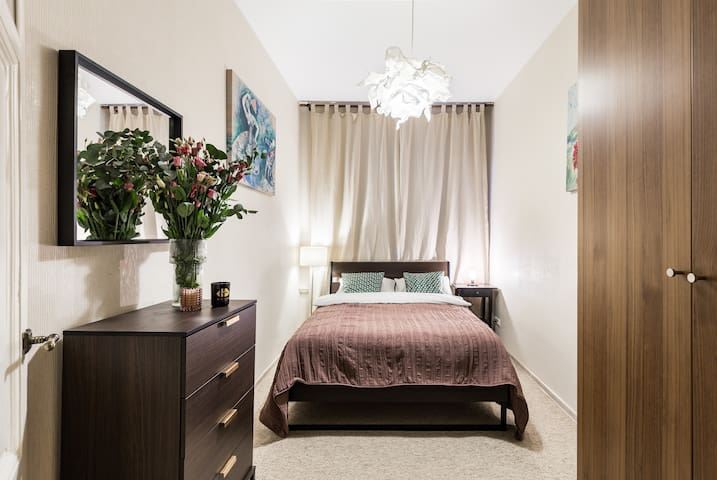 Small bedroom with a double bed (1,4mx2,0m)