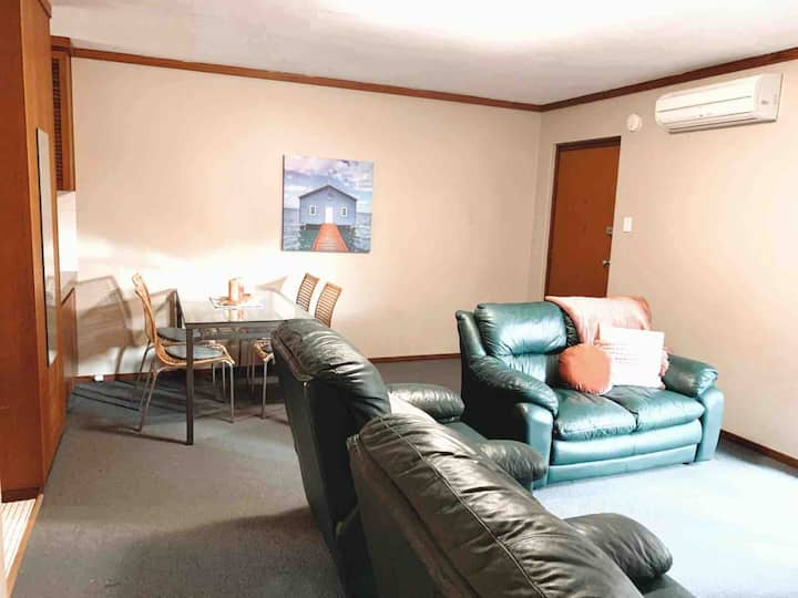 Swan River 2 bedroom UWA/Free WIFI.  4 guests