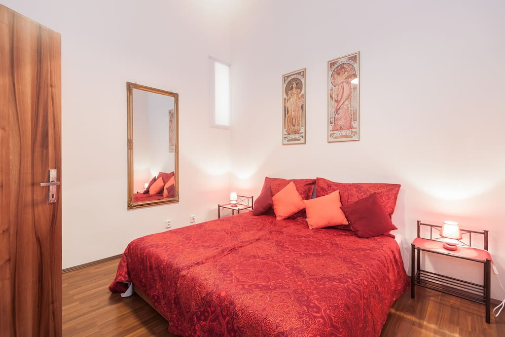 Single or kingsize bed in the bedroom