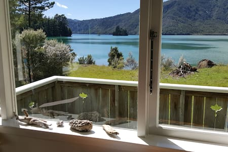 Nydia Bay cabin right by the sea in Pelorus Sound - Havelock - Mökki