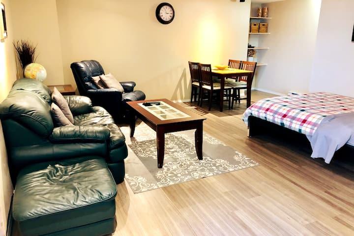 Pleasant Little Stay, Cozy 2 Bedroom Suite!
