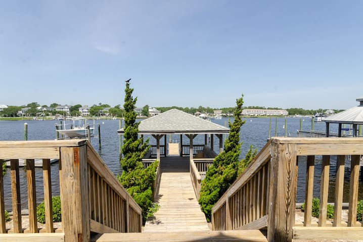Boat Dock Bungalow-Escape at this canal retreat with 2 boat slips!