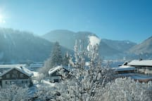 Der winterliche Ausblick aus dem Erker auf das Mellental
