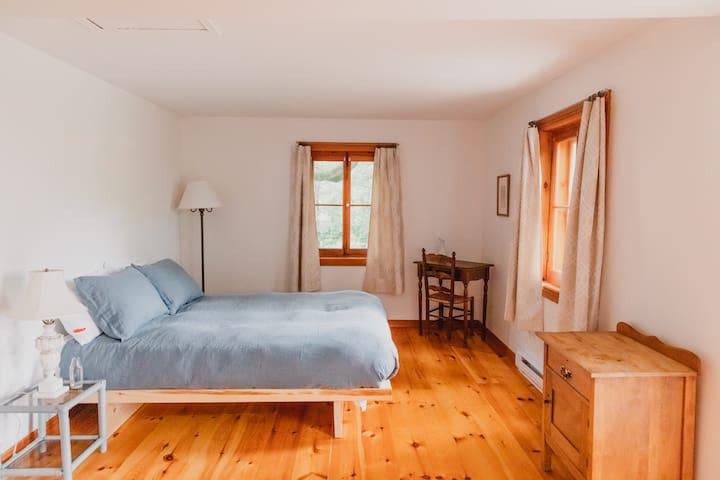 Calm, cozy room & delicious breakfast 111370