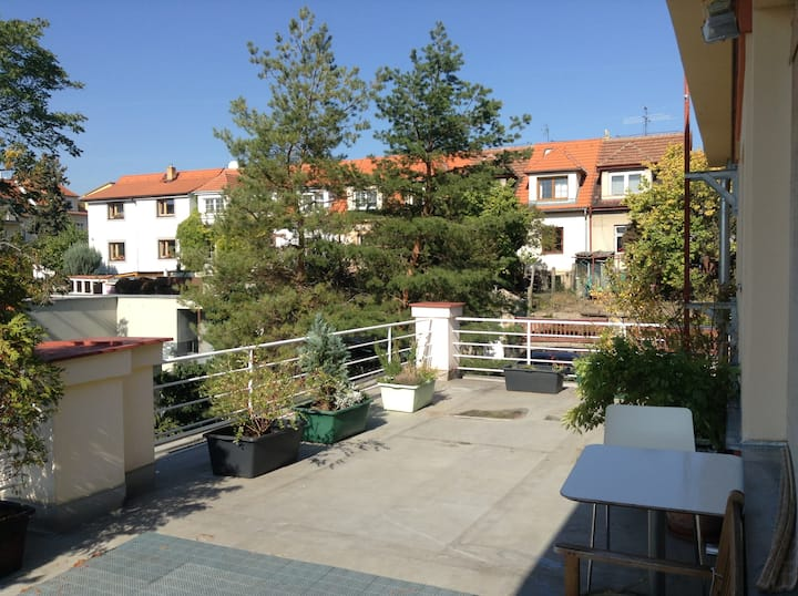 Room with private bathroom 20 min from city center