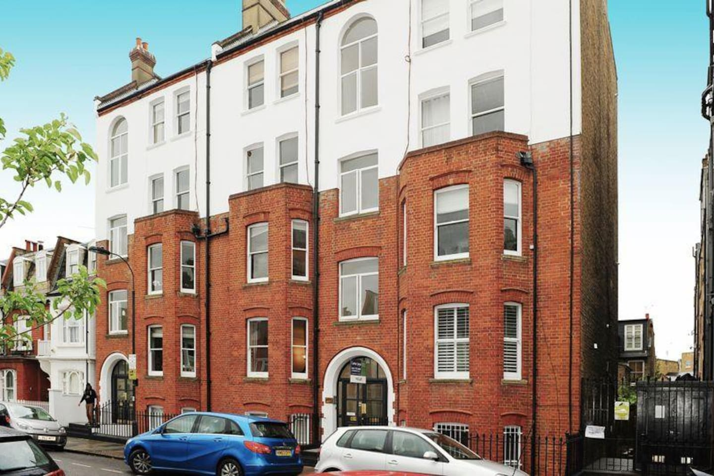 Mansion Flat, high ceiling, wood floors, quiet road just off New Kings Road