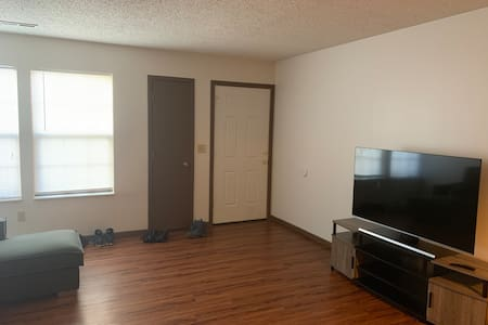 Great for travelers. 1of2 rooms available