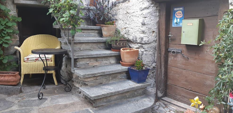 Casa famigliare nucleo di Brontallo, val Lavizzara