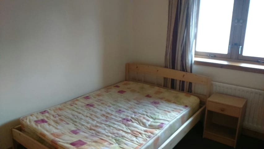 Room to let in West End, Glasgow