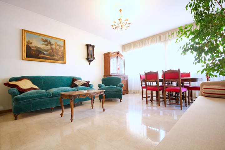 Spacious 2 Bed Apartment in Quiet Area