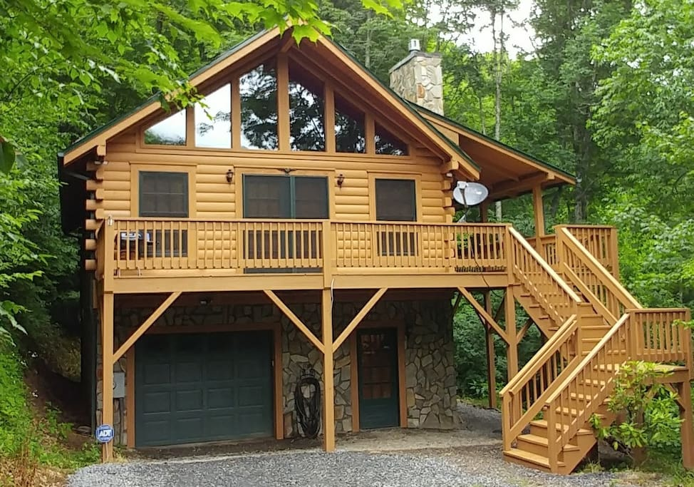 Log cabin retreat in the smoky mountains cottages for for Log cabin retreat